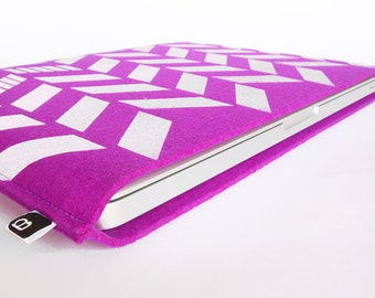 "70% OFF CLEARANCE SALE: 13"" Macbook/MacBook Air sleeve - Original hand printed herringbone design on fuchsia wool felt"