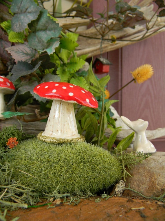 1  ceramic mushroom Statue  pottery  red amanita muscari .. .. Fairy Gnome  Garden  miniature gardens Glazed Glass Finish