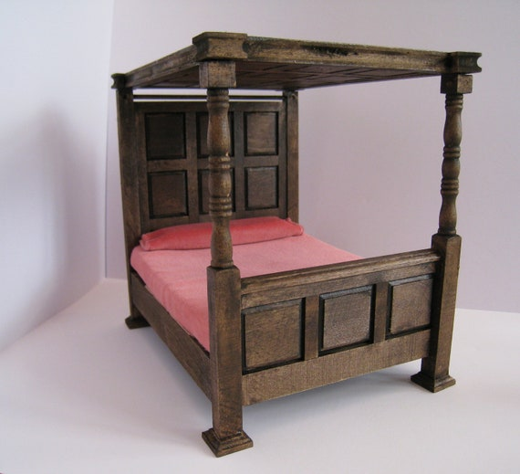 Bed, double,Tudor Canopy , undressed  a dollhouse miniature in twelfth scale