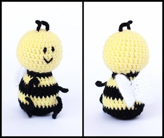 Wie Amigurumi Zusammennahen : ahnliche Artikel wie Rassel Baby Bumblebee Amigurumi ...