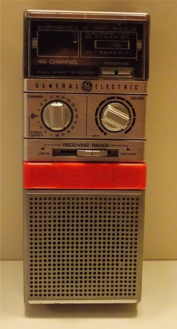 Vintage Compact General Electric CB/Emergency Radio