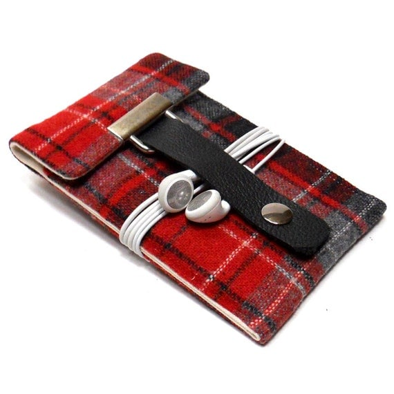 iPhone 3 or 4 sleeve - red and black vintage wool tweed
