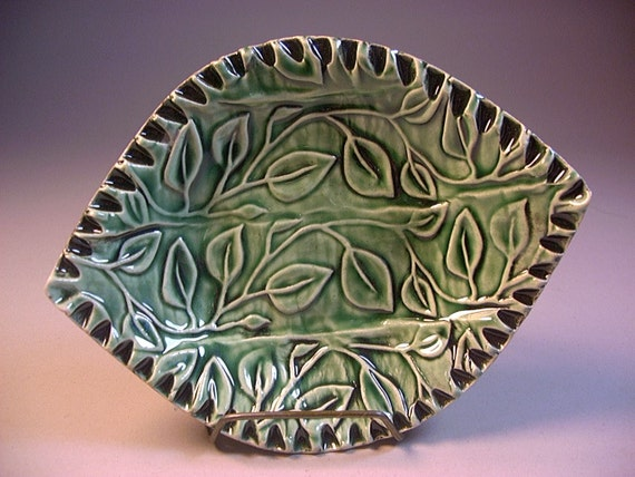 Ceramics, Pottery, Leaf Shaped Soap Dish, Spoonrest, Trinket Tray or Jewelry Holder in Emerald Green by Dana Morton