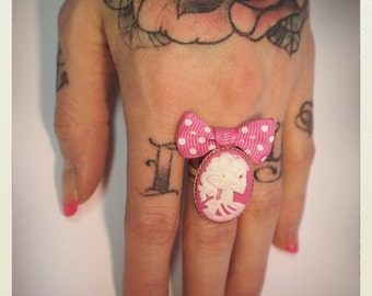 Old School Pin Up- Style skeleton lady ring, pink bow