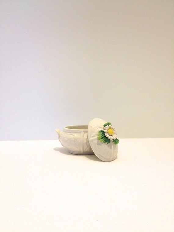 Vintage Trinket Box Covered Dish - Delicate Daisy