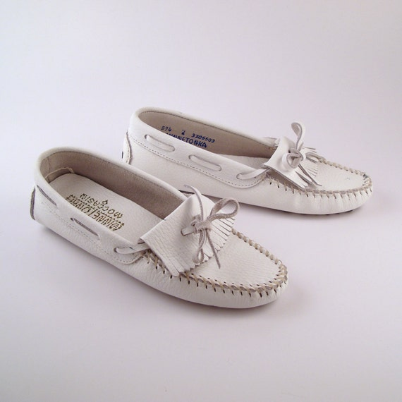 White Minnetonka Moccasins Vintage 1980s Leather Slip on Shoes Women's size 7