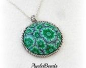 Green flower shiny pendant necklace