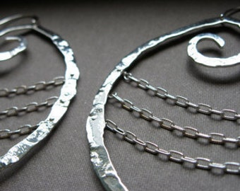 Chained up Lg pound swirl hoop earrings in sterling silver E326