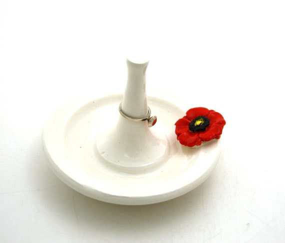 Ring holder with Red Poppy