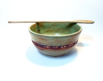 Pistachio Green 1 Quart Stoneware Serving Bowl