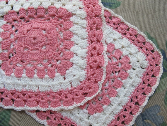 Vintage Pair Potholders, Crocheted Pot Holders, Handmade Kitchen LInens, Pink White