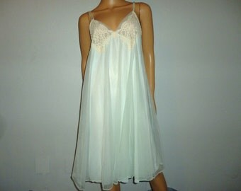"Lights Out - Vintage 60's - Super Sexy - Nylon - Mint Green - Babydoll -Trapeze - Swing - NIGHTIE with Lace Aplique - size medium - 35"" bust"