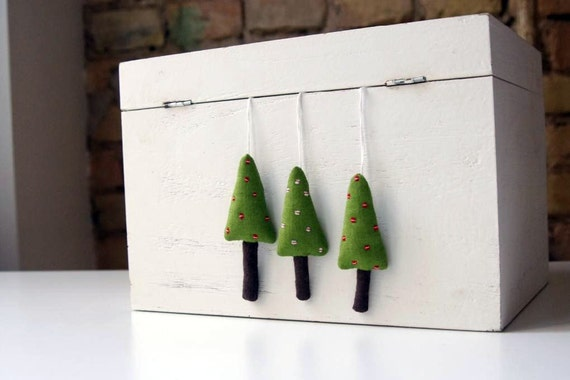 Holiday ornaments. A set of 3  green Christmas trees