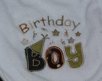 "Embroidered Bib ""Birthday Boy"""