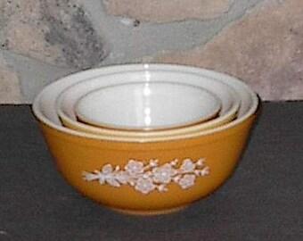 Pyrex Butterfly Gold Bowl Set