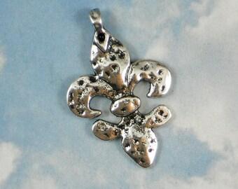 5 Textured Fleur de Lis Pendants Shiny Silver 37mm Charms NOLA Ragin Cajuns (P080)