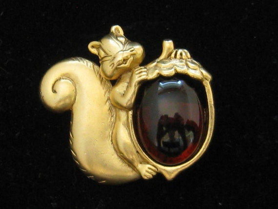 Vintage Danecraft Fall Squirrel & Cabochon Nut Pin