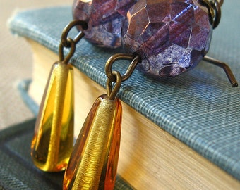 Queen - Purple amber glass earrings - Elysia