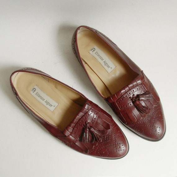 shoes 8 / Etienne Aigner loafers / burgundy red leather loafers / broque oxford loafers / shoes size 8 / vintage shoes