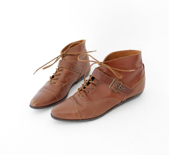Vintage shoes / brown leather belted booties / size 38-7.5