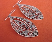 Balinese silversmith art of granulation Sterling Silver Dangle Earrings / 2 inches long  / Bali handmade jewelry silver 925