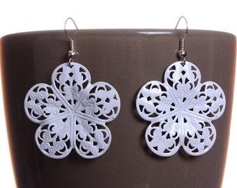 White flower filigree drop dangle earrings (578) - Flat rate shipping