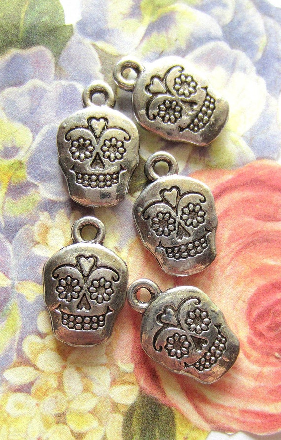 10 antique silver skull charms day of the dead silver sugar skulls  jewelry crafts steampunk goth 28x38mm