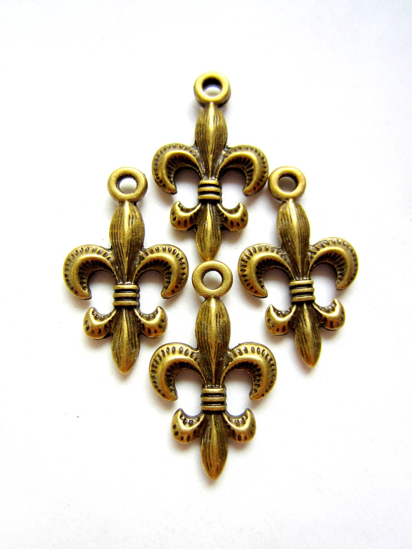 6 fleur de lis charms antique bronze metal by gatheringsplendor. Black Bedroom Furniture Sets. Home Design Ideas