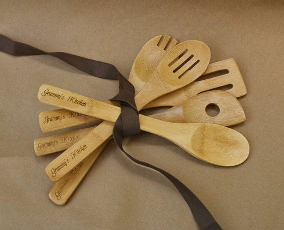 Personalized Christmas Gift (set of 5) Kitchen Wooden Spoons with Your custom wording(s), Bamboo Cooking Utensil, Gift for Mom, Grandma gift