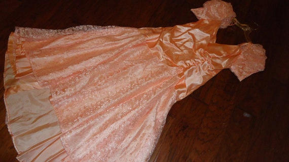 1930s gown Costume peach satin/lace dress women size 8 Halloween costume theater costume