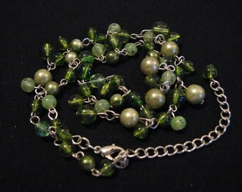 Vintage Silver Tone Glass Green Beaded Choker Necklace