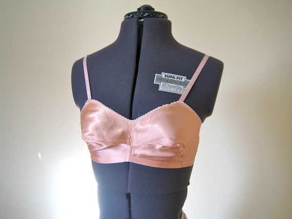 1940s satin bra / deep peach glossy satin bra with lacy edge / rayon 32B 34A
