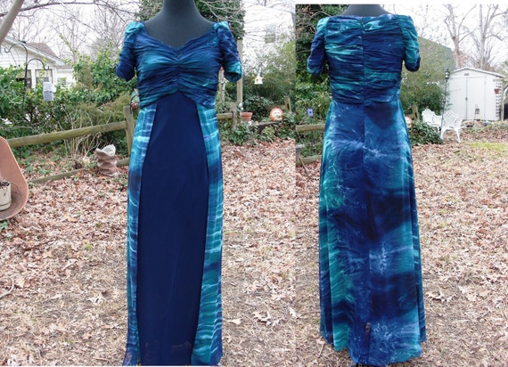 Lovely Turquoise and Navy 80's Vintage Evening Off the Shoulder Gown with Ruched Arms and Bodice Estimated Size 6 Vintage Prom Dress