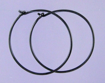 Medium KISS hoops: Black niobium hoop earrings
