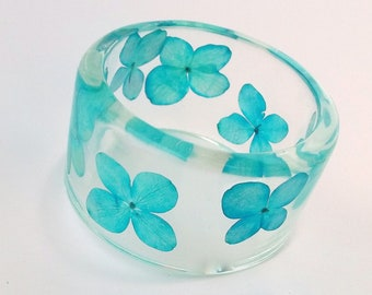 Blue Hydrangea Resin Bangle.  Chunky Bangle with Pressed Flowers.  Real Flowers.  Statement Bracelet.