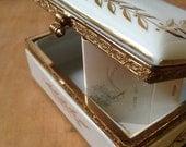 Golden laurel jewelry box