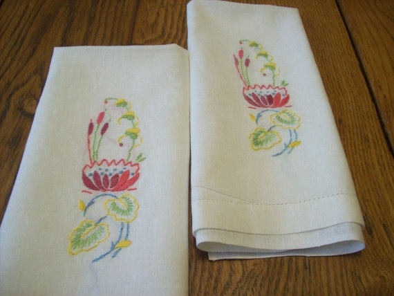Vtg Linen Embroidered Finger Tip Towels, Bright Colors, Cat Tails and Water Lilies