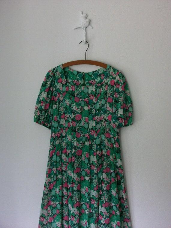 Pleated Floral Dress ... Vintage Sweetheart Sheer Flower Print ... Large
