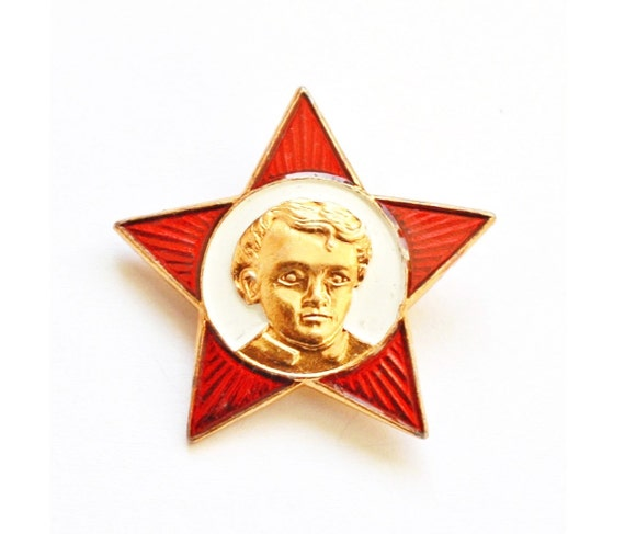 Soviet USSR pin for members of Octorbrists, red pin