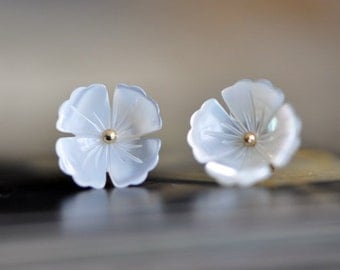 White Mother of Pearl Flower  Cabochon Beads - V1025 /10Pcs