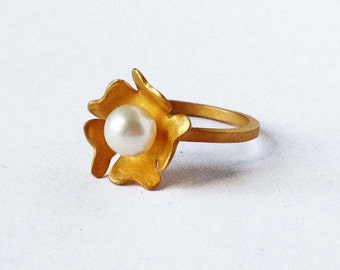 24K gold plated sterling silver white pearl flower ring