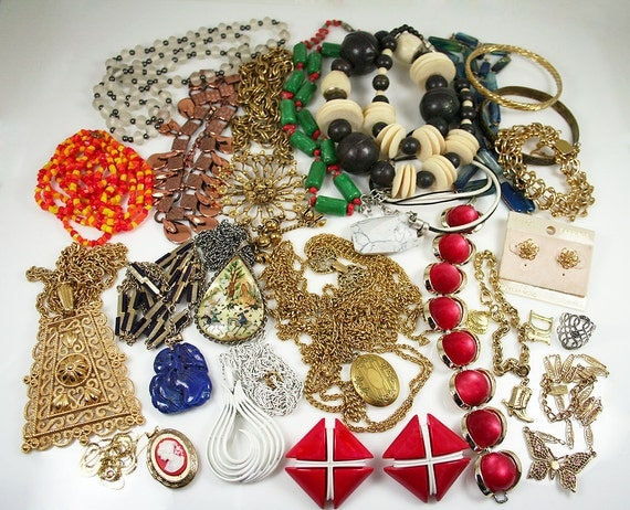 Quality Vintage Jewelry Lot, Trifari, Goldette, More Signed & Unsigned Beauties