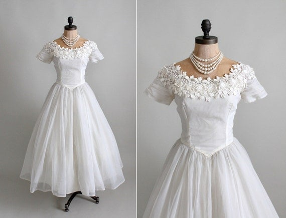 Vintage 1950s Dress : 50s 60s White Chiffon Wedding Dress