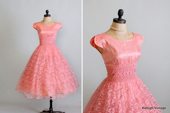 Vintage 1950s Dress : 50s 60s Peach Lace Prom Dress