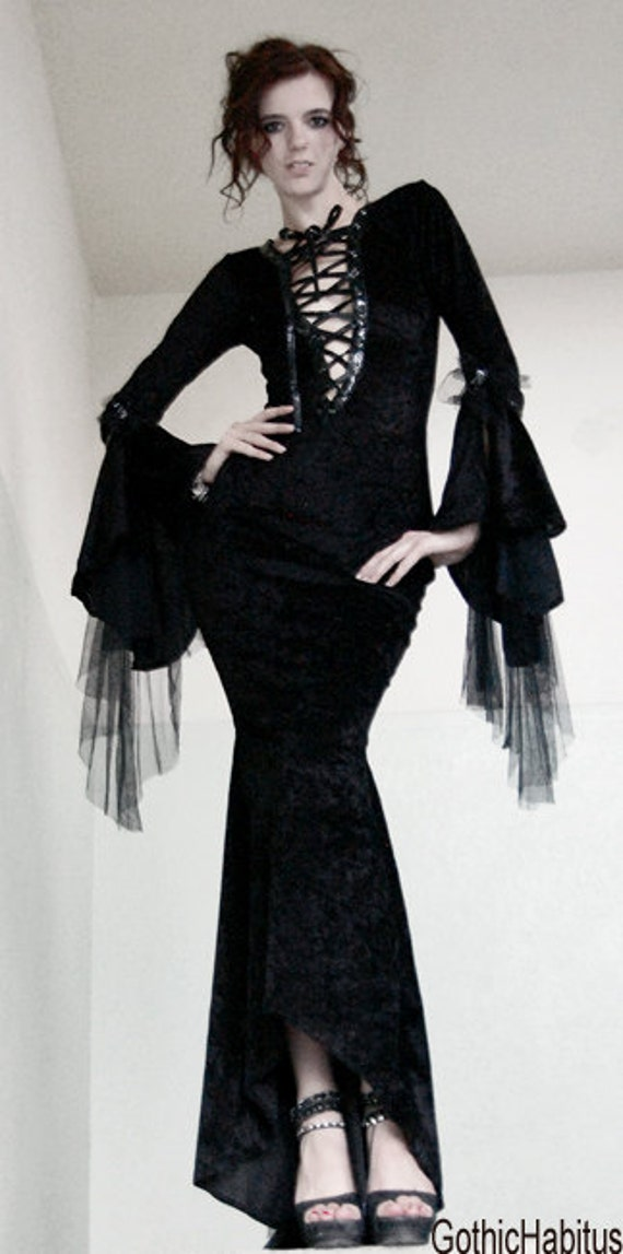 black long elegant gothic dress by CARACLOVIS on Etsy