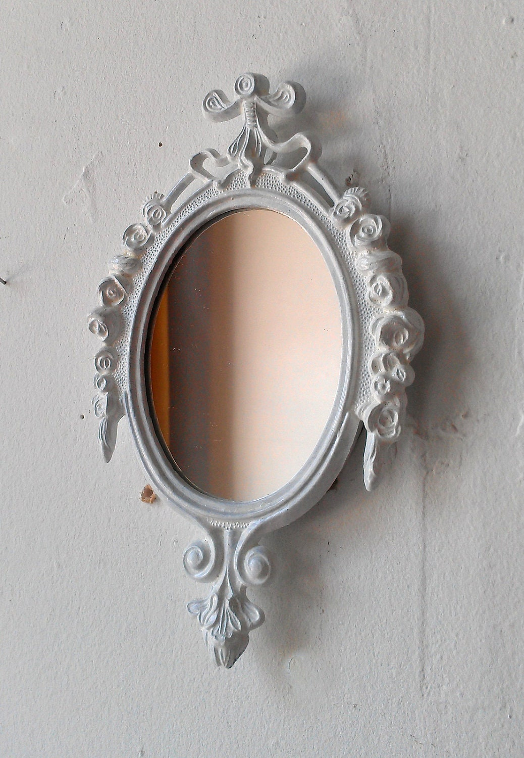 Decorative mirror in vintage bright white frame revived for Fancy white mirror