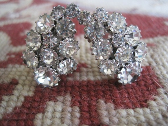 Vintage WEISS Classic Round Cluster Rhinestone Clip on Earrings Bride Bridal Wedding