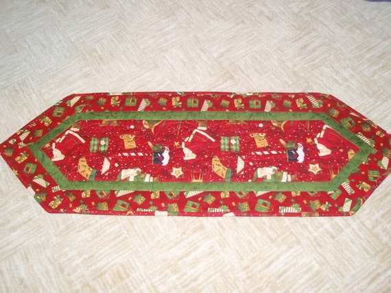 christmas quilted table runner 13 x 36 inches red by craftsbyjane. Black Bedroom Furniture Sets. Home Design Ideas
