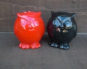 Hoot Ceramic Owls Salt and Pepper Shakers Set in Black and Red