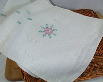 "Vintage Linen dresser scarf with woven-in design and hand embroidery - 15"" x 50"""